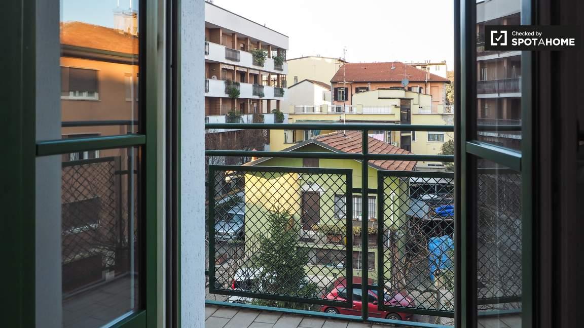 Bedroom 3 (balcony)