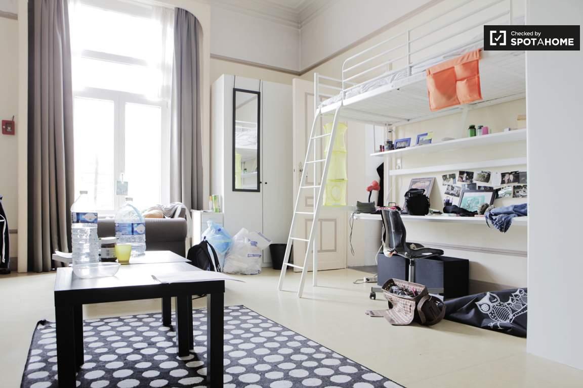 Bedroom 400