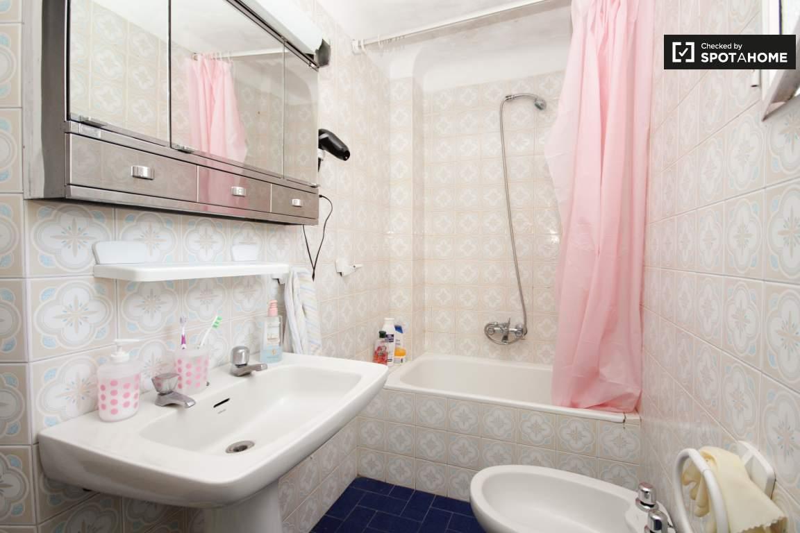 Bathroom (3rd floor)