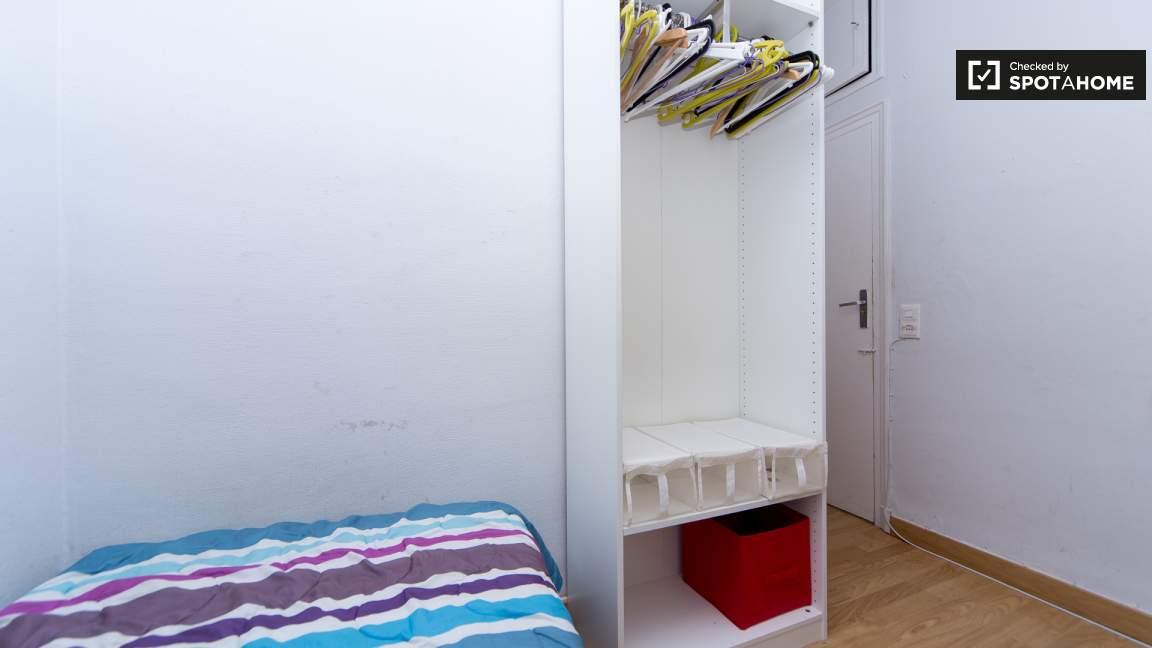 Bedroom 2 single bed