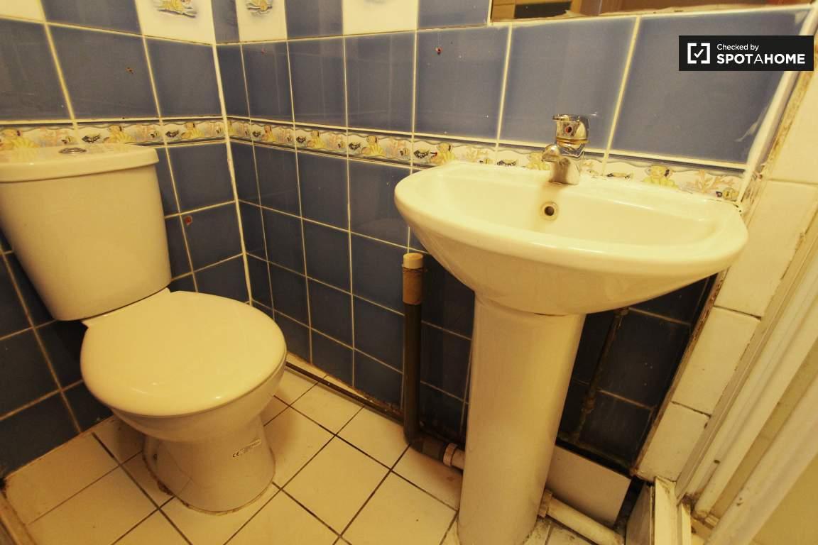 Bathroom ground floor