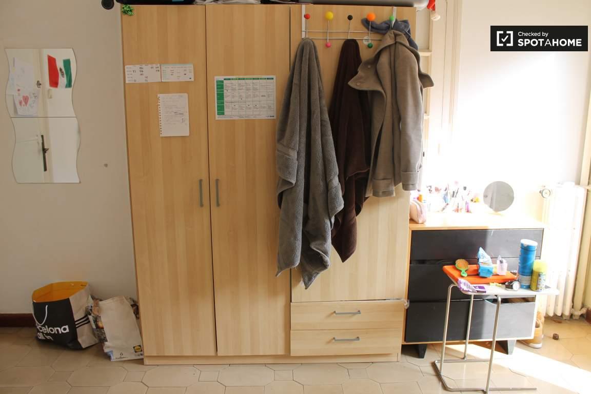 Room 6 Closet