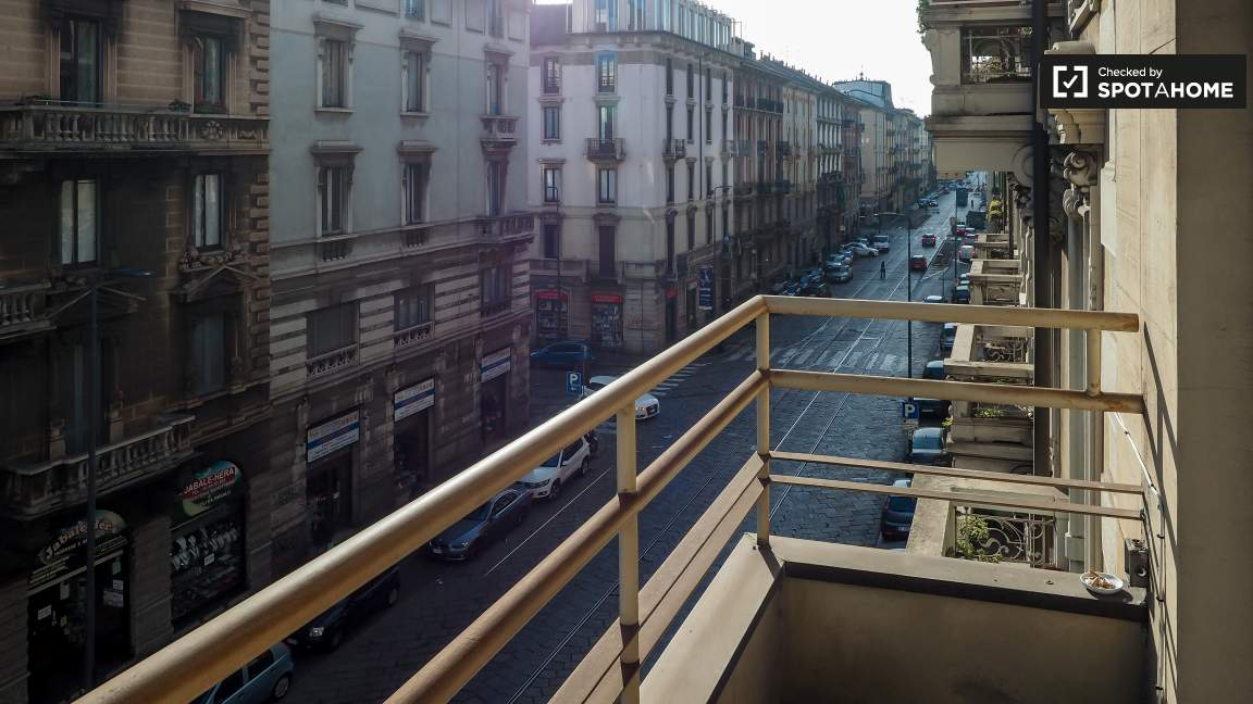 Bedroom 1 (balcony)