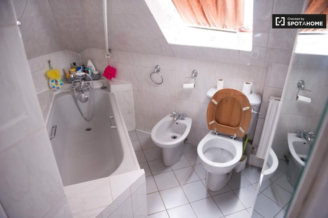 Bathroom - floor 2
