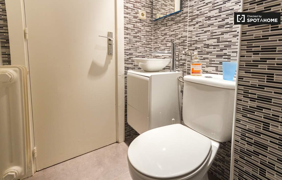 Ensuite bathroom (bedroom 1)