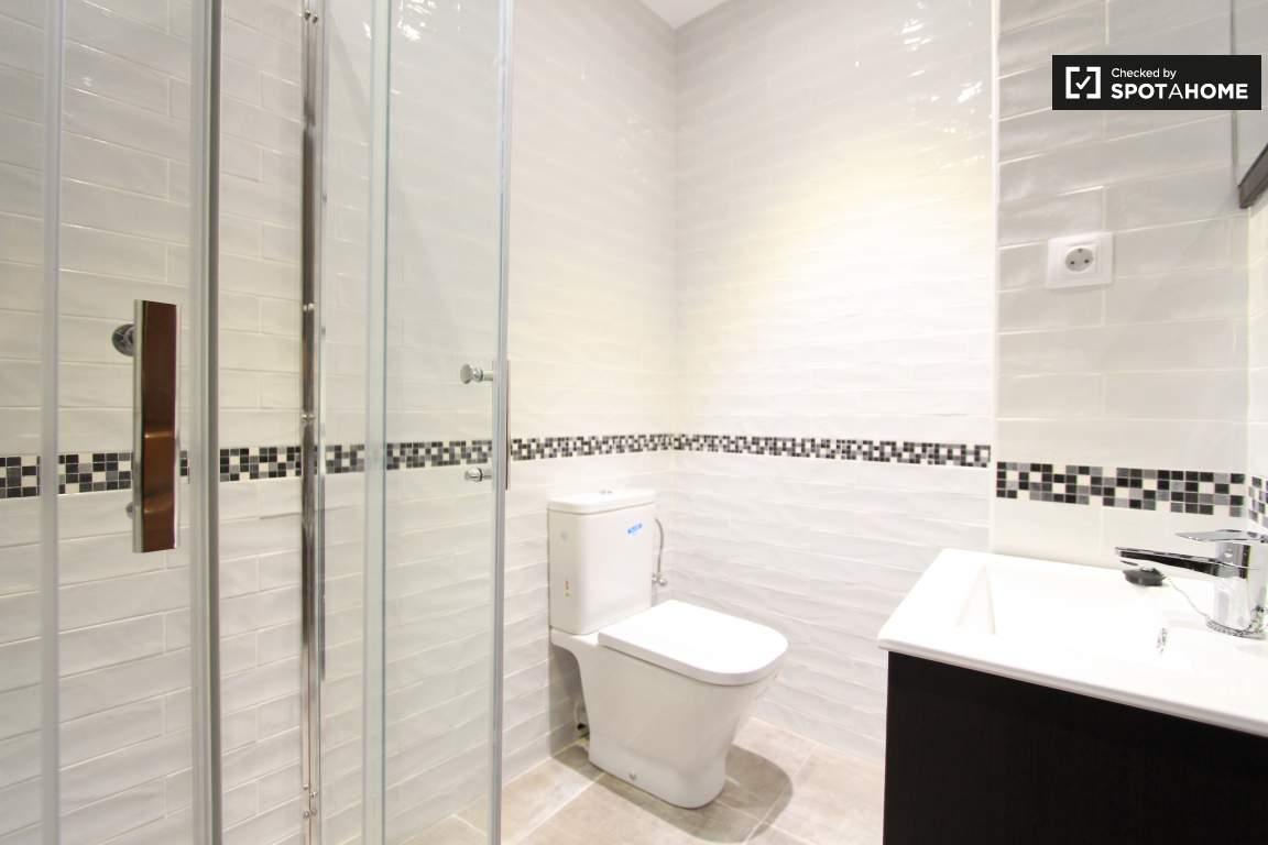 Ensuite bathroom / Bedroom 1