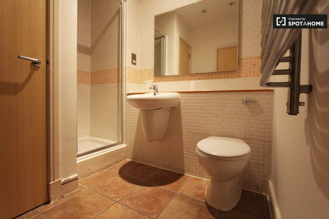 Ensuite bathroom / bedroom 3