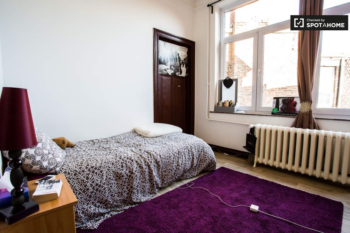 Bedroom 4 (lower floor)