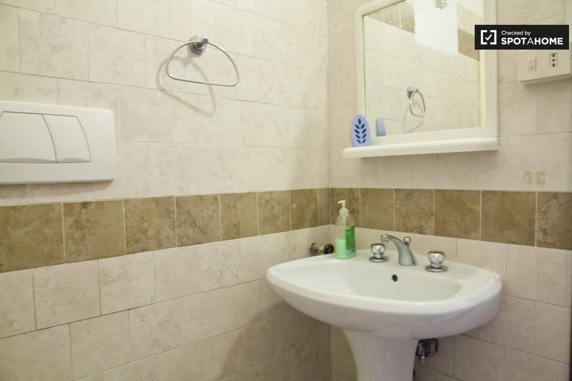 Bathroom 2 (ensuite room 3)