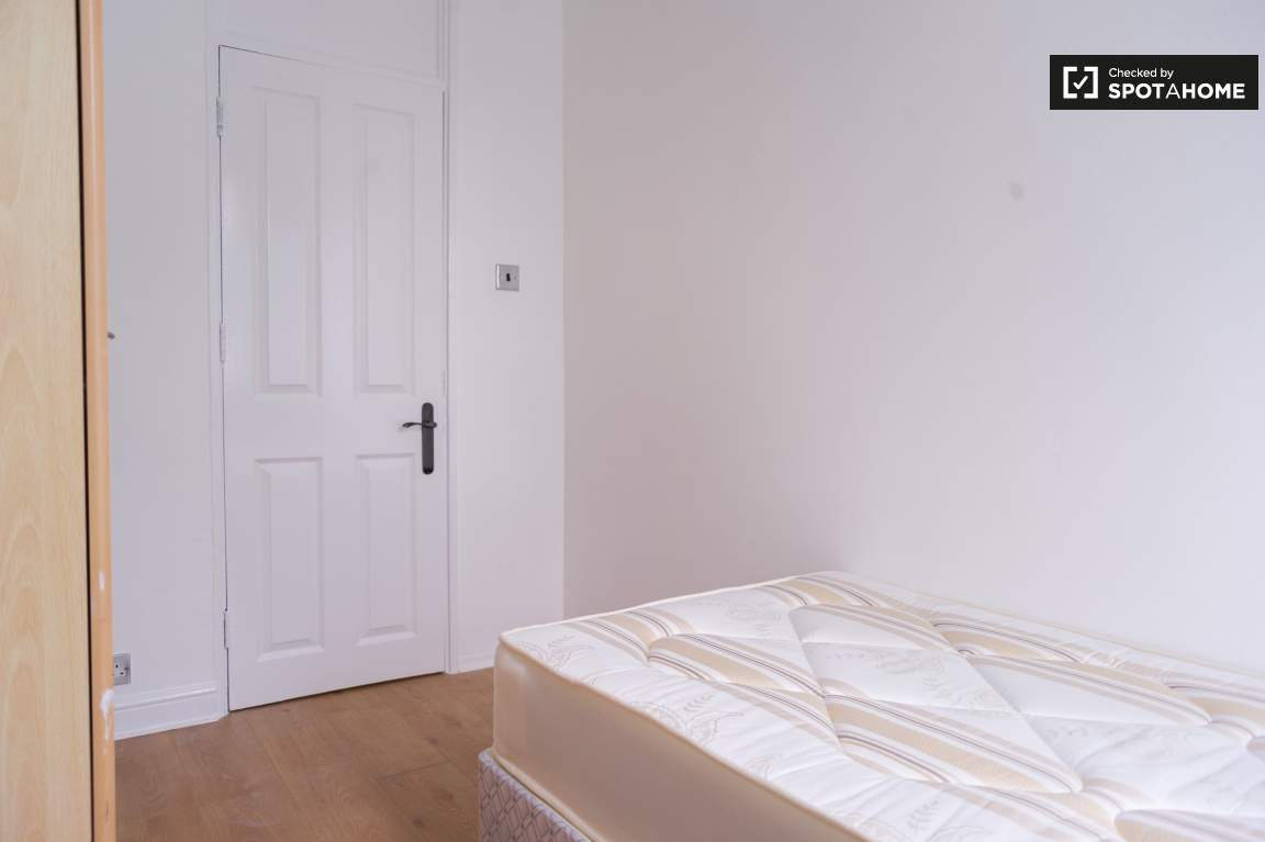 Bedroom4