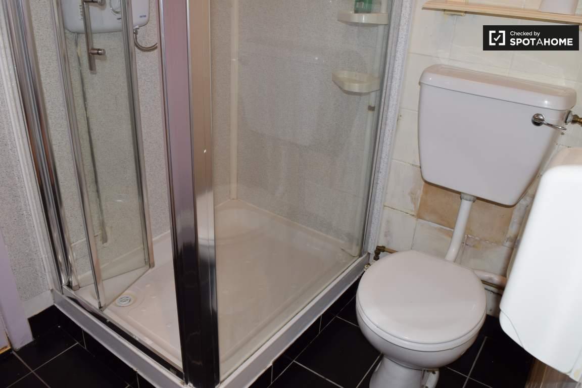 Bathroom (bedroom 16 en-suite)