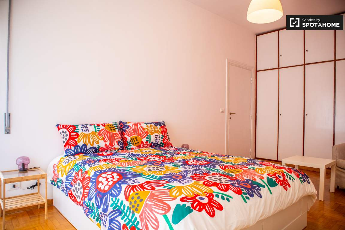 Letto A Castello Traduzione Inglese.Moderna Camera In Affitto In Appartamento Con 5 Camere Da Letto A Trieste