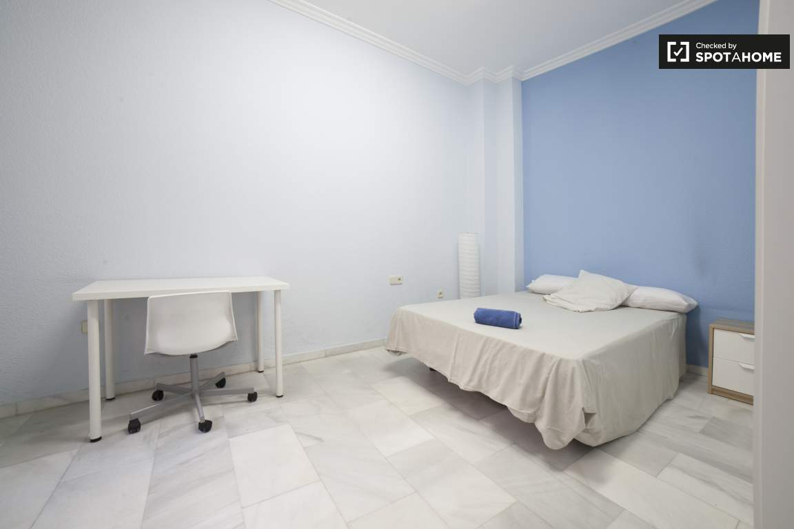 Bedroom 8 (378)