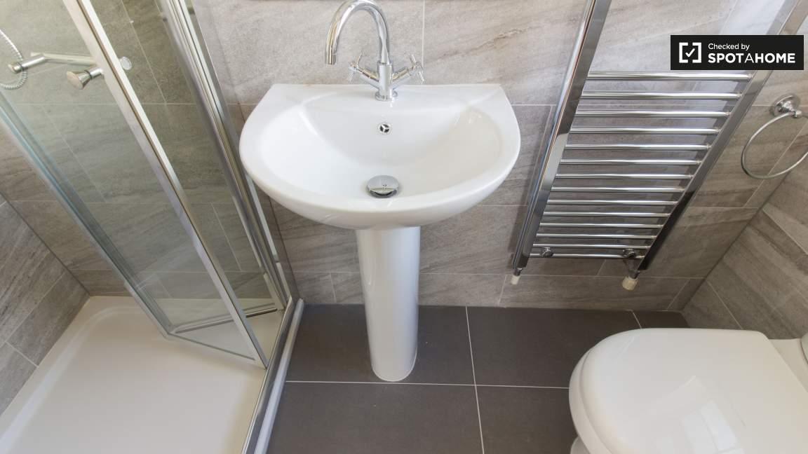 En-suite salle de bain chambre 1