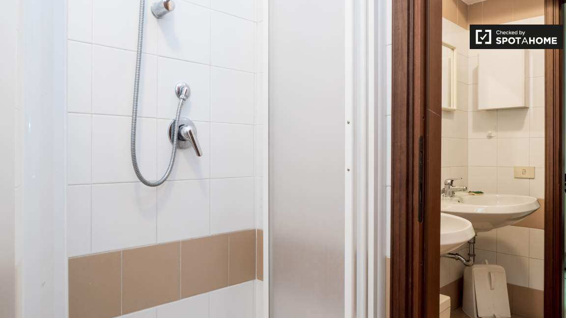 Shared bathroom (basement)