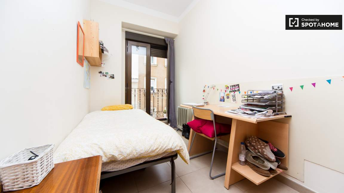 80191 - Single bed & private balcony
