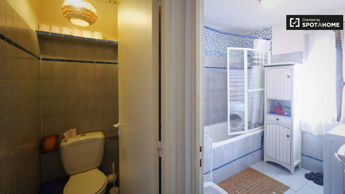 Bathroom & Toilets 1st Floor