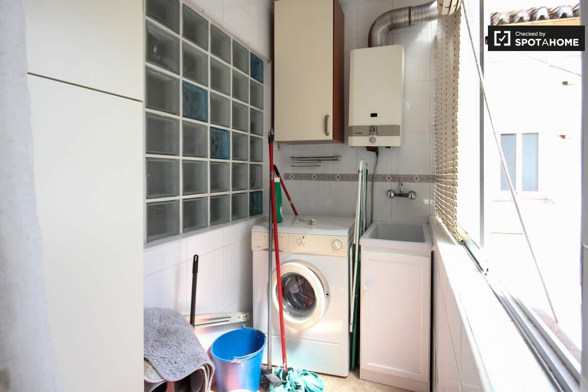 Kitchen / Laundry area