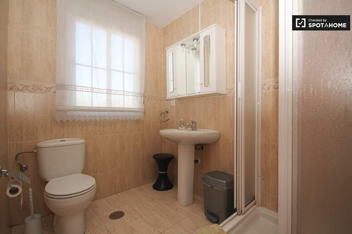 room 10_bathroom