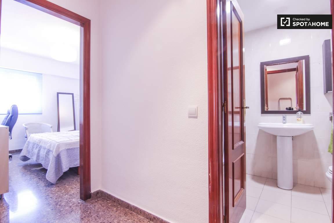 Corridor bedroom 3