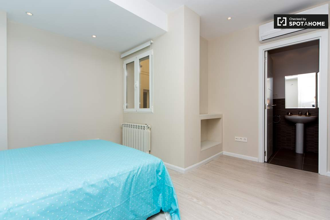 Bedroom 26
