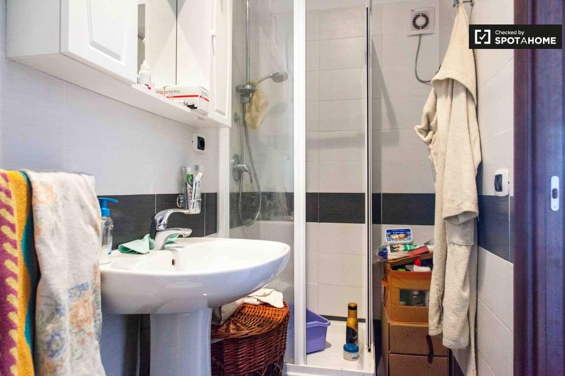 Bathroom (in Bedroom 3)