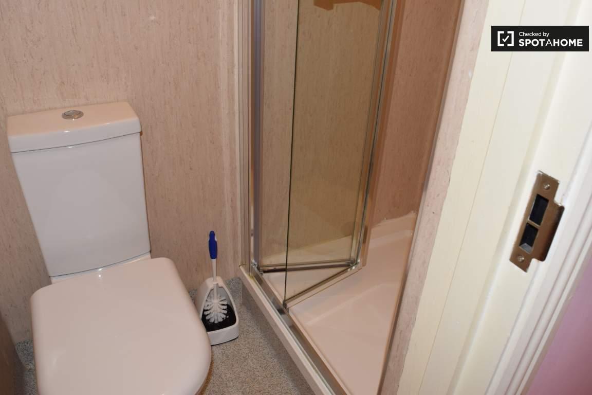 Bathroom (bedroom 8 en-suite)