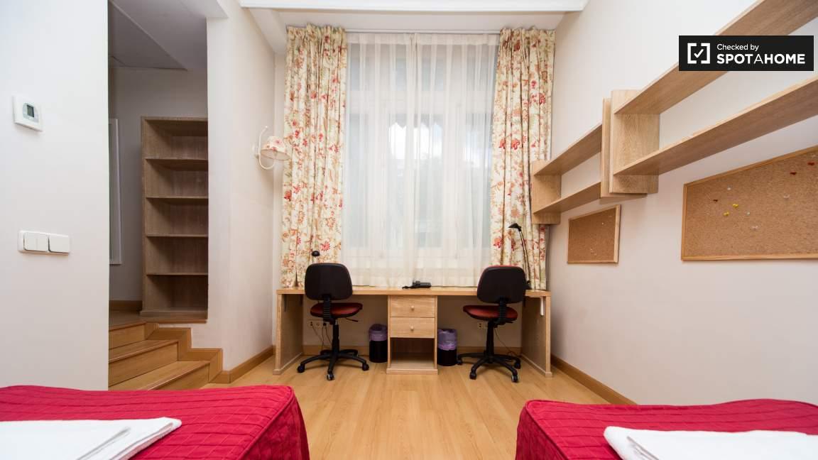 Twin room en-suite bathroom