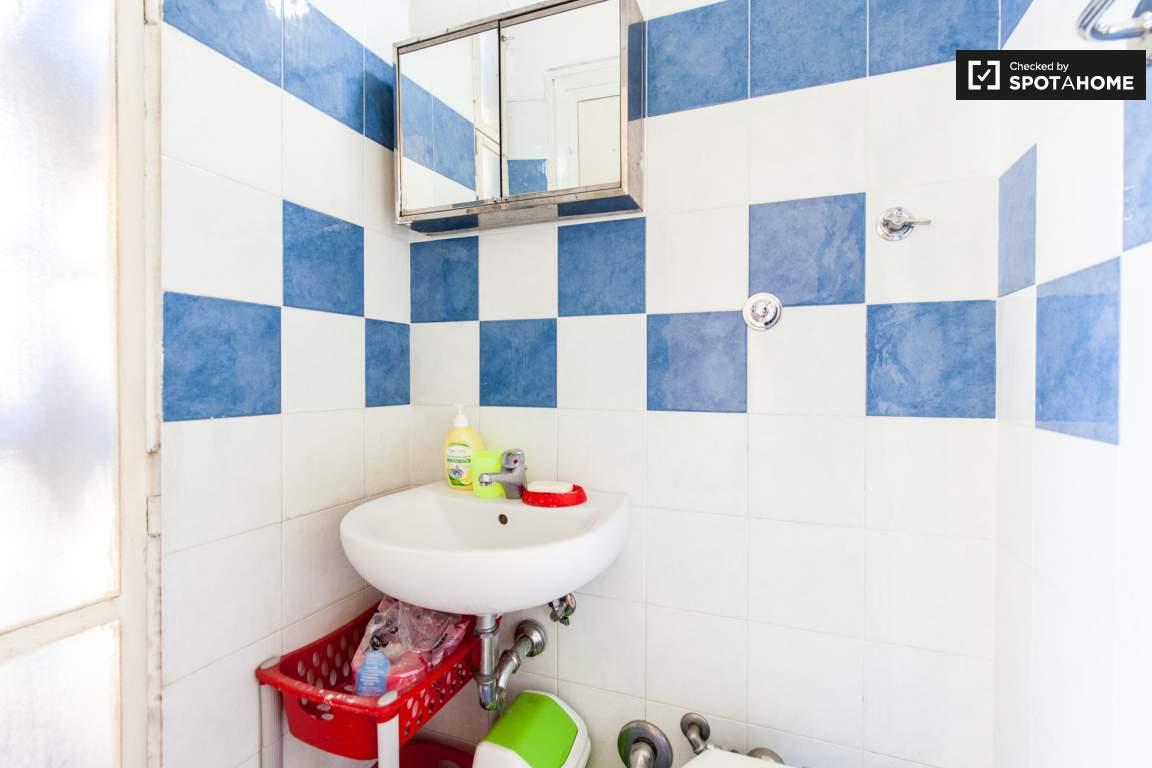 en suite bathroom (room 1)