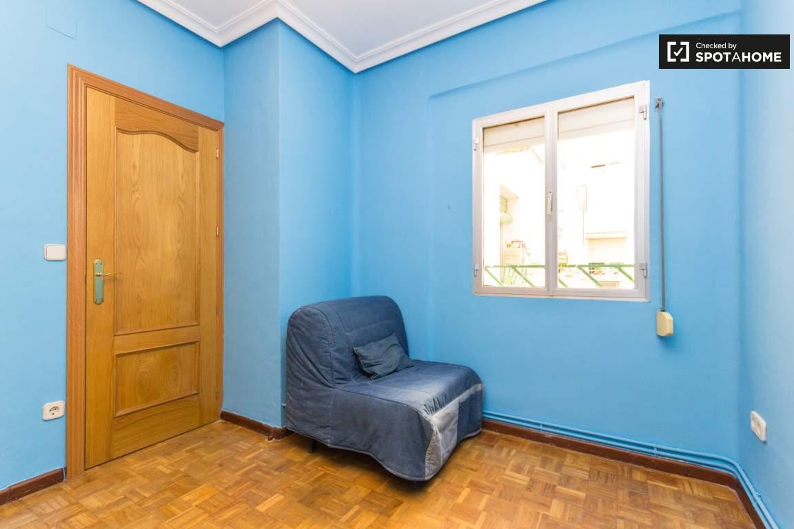 Bedroom 2 / Study