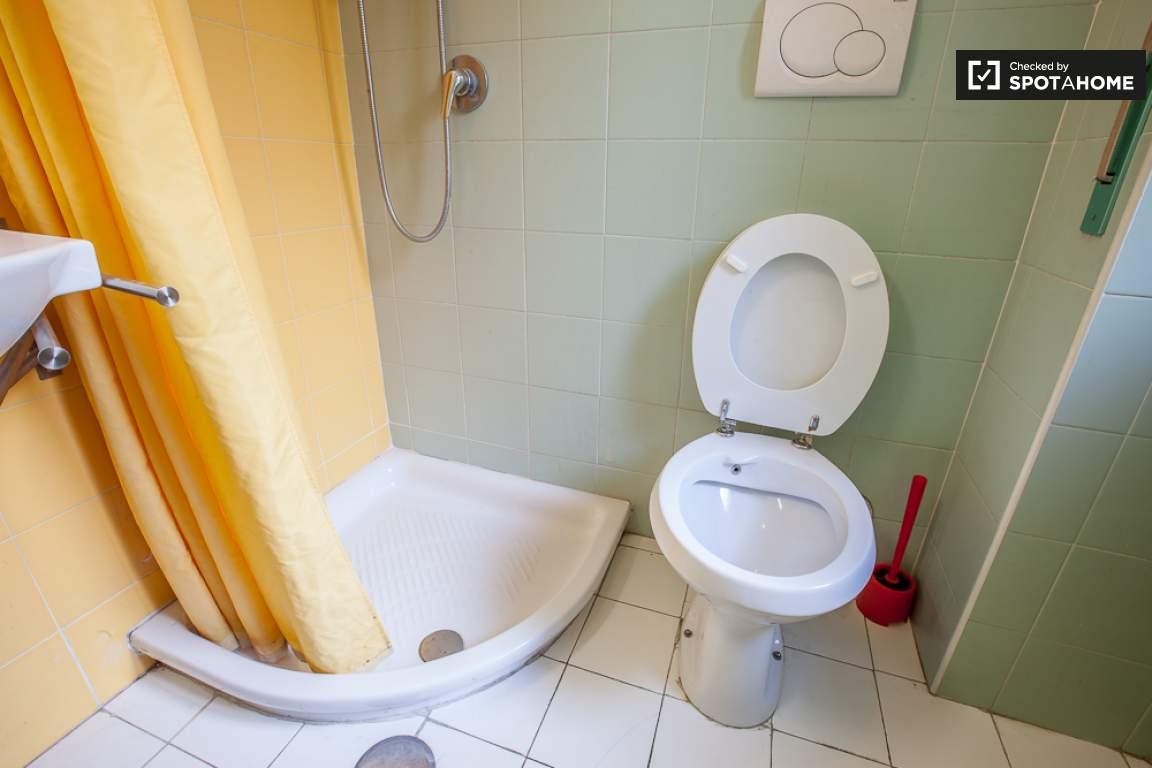Bathroom room 1 ensuite