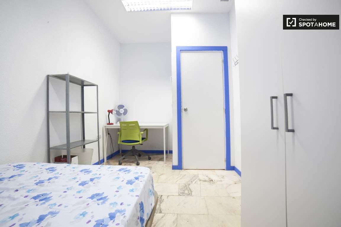 Bedroom 290