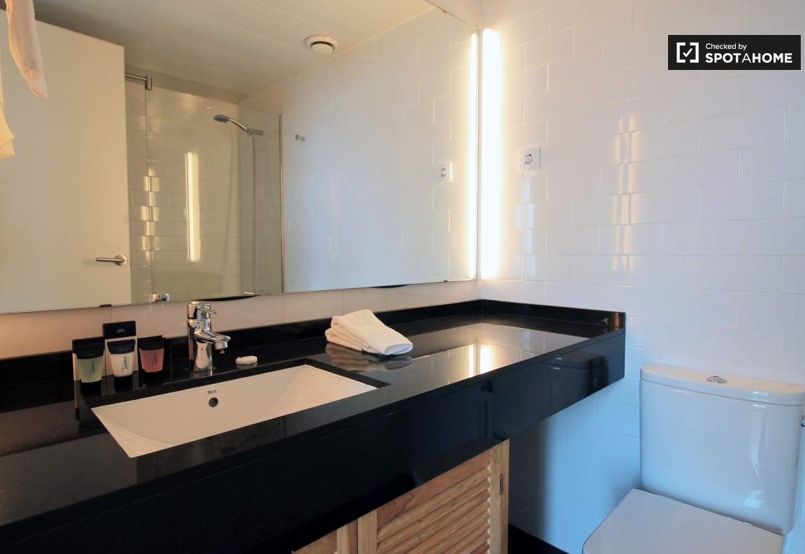 Ensuite bathroom (bedroom 2)