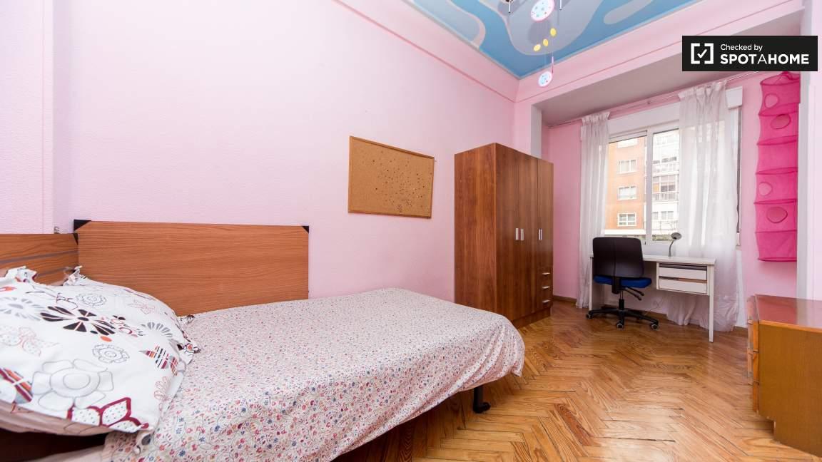 Single Bedroom with desk 4