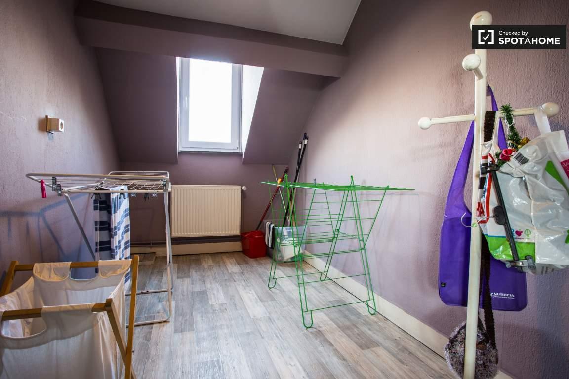 Laundry room (upper floor)