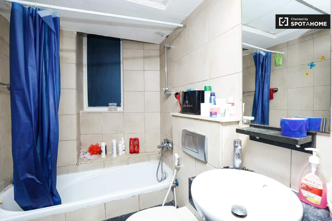 Bathroom ensuite Bedroom 1