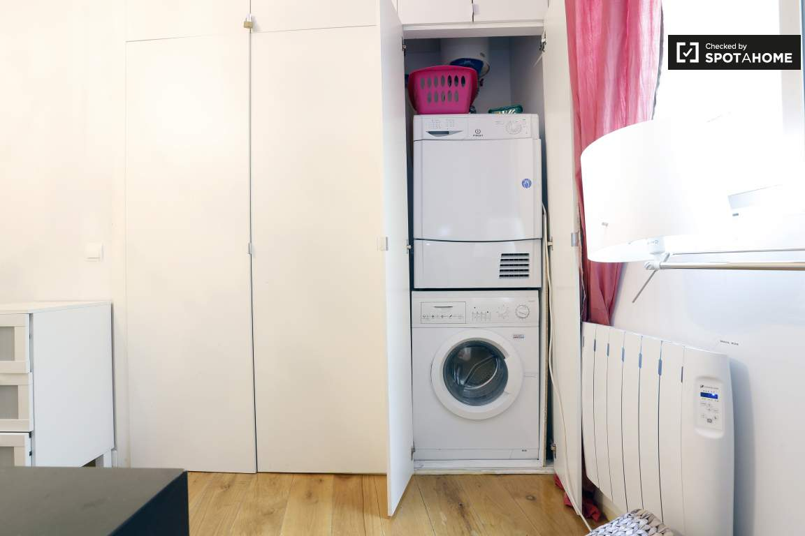bedroom 1 washer and dryer