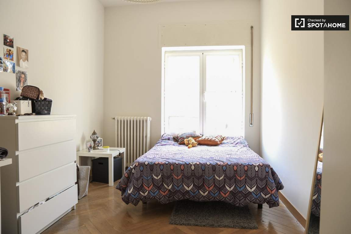 Furnished room in shared apartment in Ríos Rosas, Madrid (ref ...