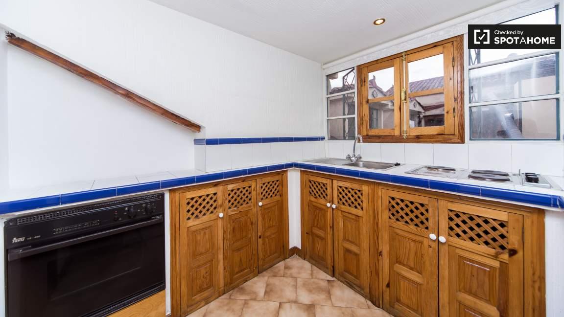 84035-014.Kitchen