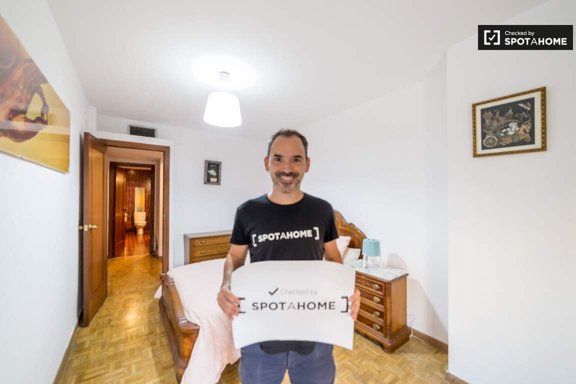 Checked by Denis from Spotahome