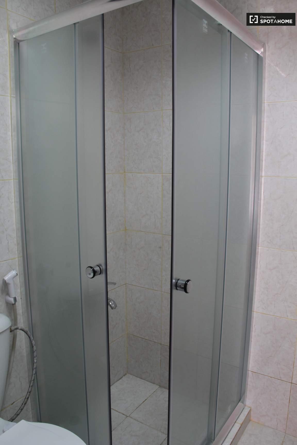 Bedroom 3 Ensuite Bathroom