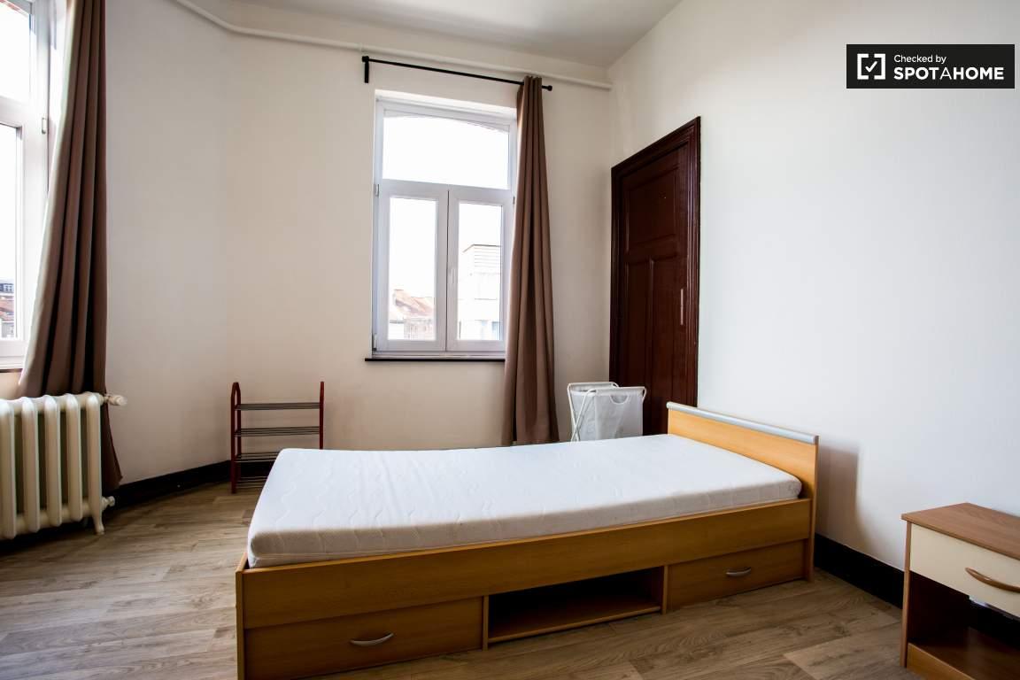 Bedroom 2 (lower floor)