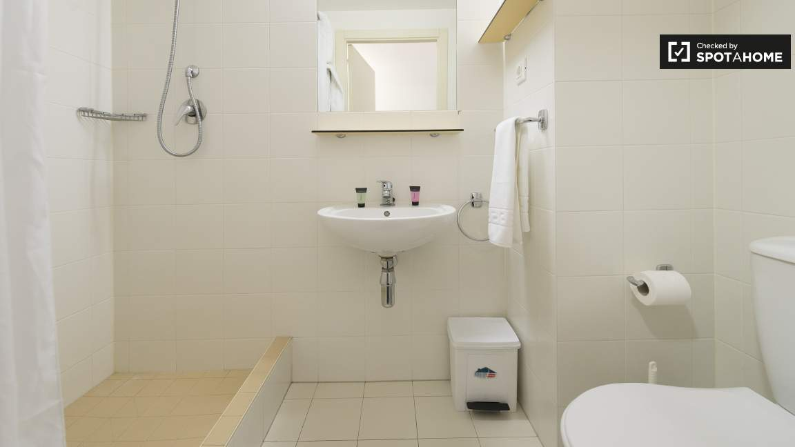 BATHROOM IN SUITE EX_01