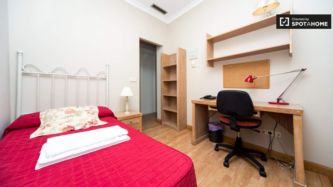 Single room en-suite bathroom
