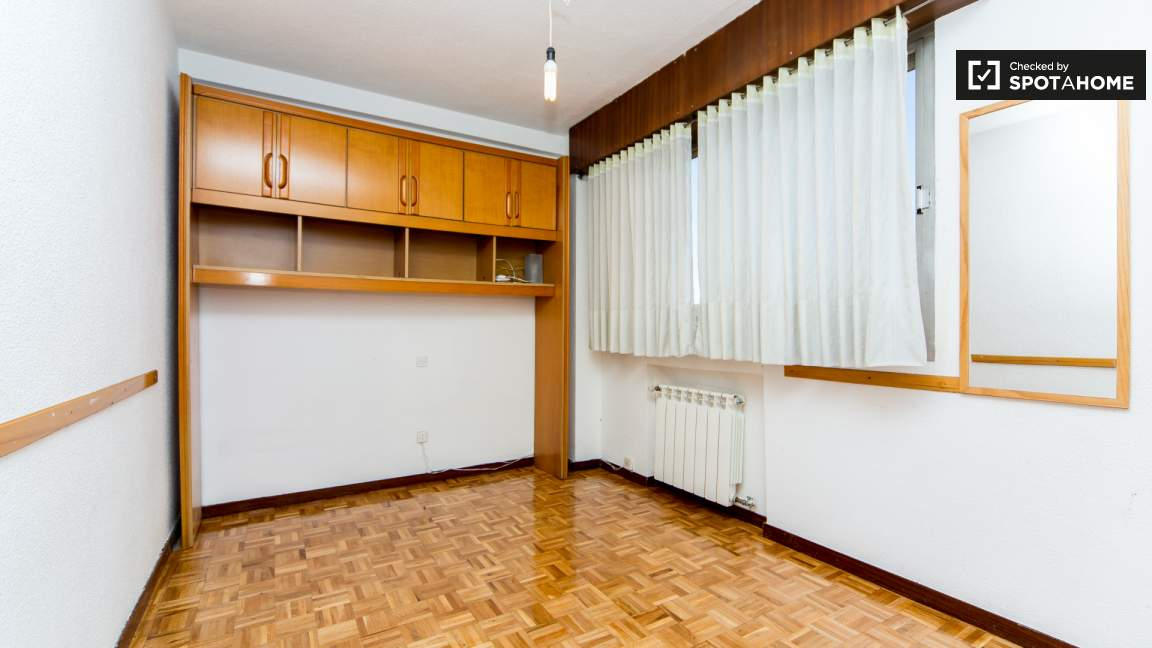 Bedroom 1 single bed