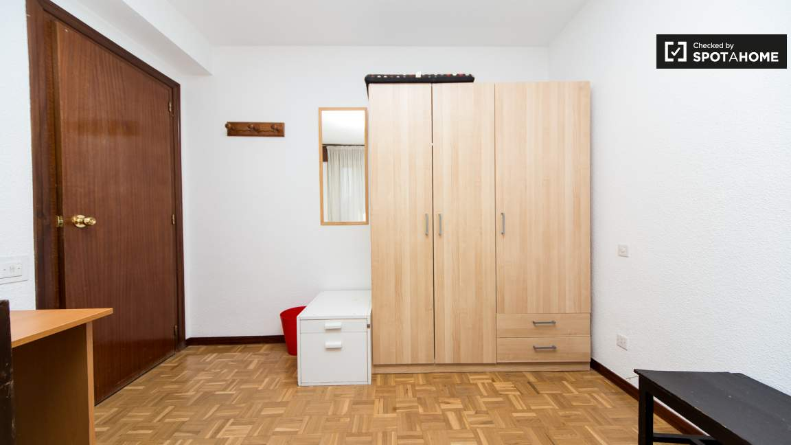Bedroom 4 twin beds