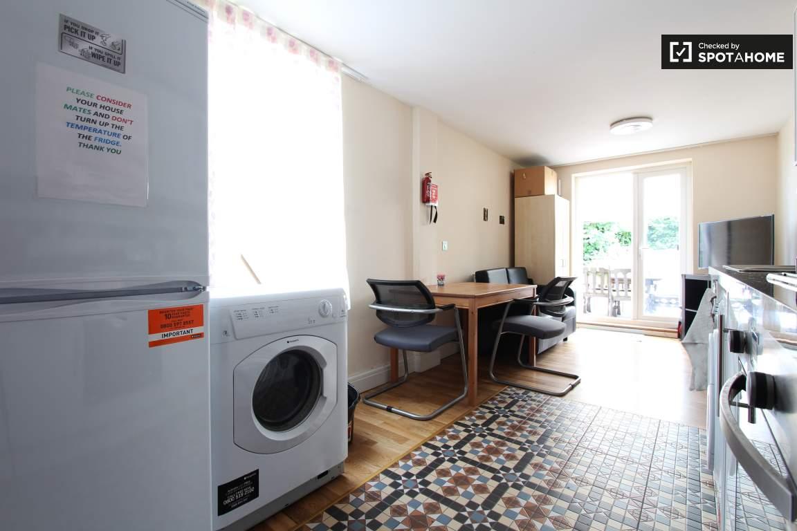 Kitchen lower floor