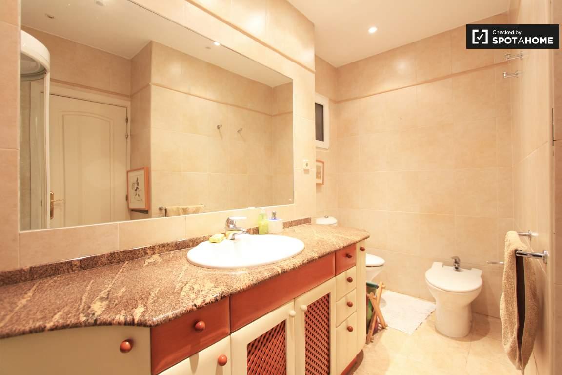 Bedroom 5 ensuite bathroom