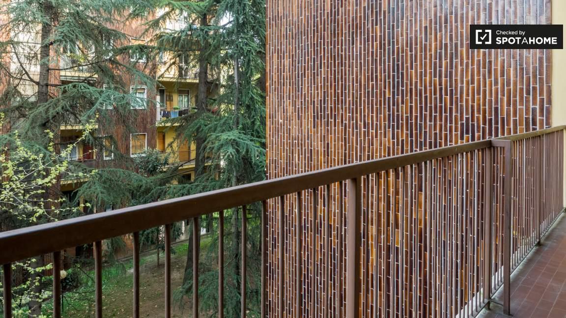 Camera 2 balcone
