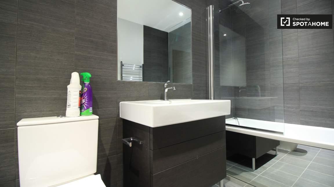 Bathroom  ensuite bedroom 1 (A)